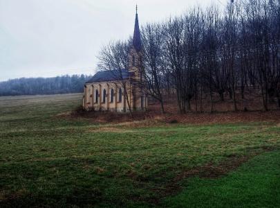 Hřbitovy - Zpustlý hřbitov v Chomýži u Krnova
