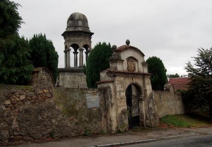 Boží hrob na Františkánském hřbitově Votice_2