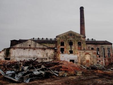Továrny